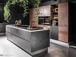 Kuchnia Black Star - Średnia otwarta kuchnia jednorzędowa z wyspą, styl industrialny - zdjęcie od SAS Wnętrza i Kuchnie