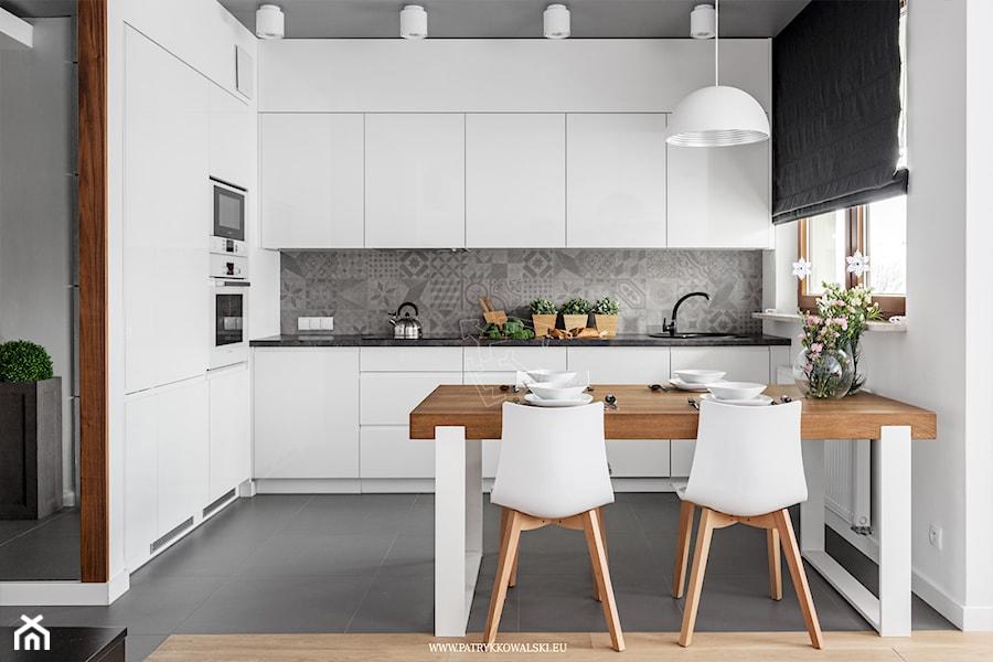 Al Rzeczpospolitej  Średnia otwarta kuchnia w kształcie litery l, styl nowo   -> Biala Kuchnia Z Drewnianym Blatem Jaka Podloga