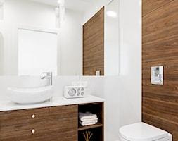ul. Siedmiogrodzka - Średnia biała brązowa łazienka w bloku bez okna, styl minimalistyczny - zdjęcie od Patryk Kowalski Design