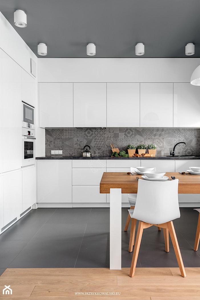 Al. Rzeczpospolitej - Duża otwarta szara kuchnia w kształcie litery l, styl nowoczesny - zdjęcie od Patryk Kowalski Design - Homebook
