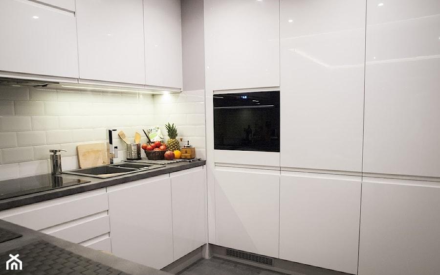 Kuchnia biała  zdjęcie od LI MONKA