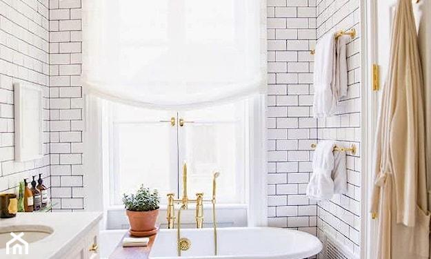 złote akcenty w łazience