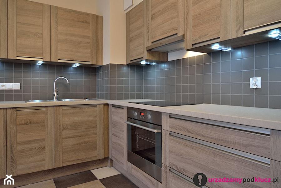 Średnia zamknięta czarna kuchnia w kształcie litery l, styl tradycyjny - zdjęcie od Urządzamy Pod Klucz