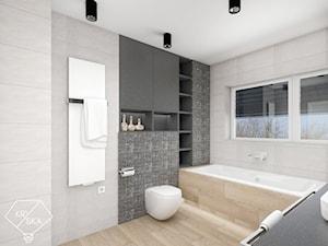 Dwie łazienki w jednym stylu - Duża biała szara kolorowa łazienka z oknem, styl minimalistyczny - zdjęcie od PRACOWNIA PROJEKTOWA KRYSKA Ewa Łuźniak