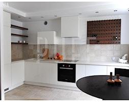 GDAŃSK MIESZKANIE_metamorfoza - Średnia otwarta biała beżowa kuchnia w kształcie litery l w aneksie, styl nowoczesny - zdjęcie od PUFF