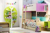 łóżko piętrowe, regał na książki - drzewo, białe panele na ścianie