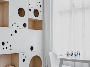 Apartament w Krakowie - Mały biały pokój dziecka dla chłopca dla dziewczynki dla ucznia dla malucha dla nastolatka, styl nowoczesny - zdjęcie od MUS ARCHITECTS