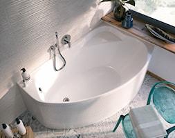 Aranżacje - Mała szara łazienka na poddaszu w bloku w domu jednorodzinnym z oknem, styl eklektyczny - zdjęcie od KOŁO - Homebook