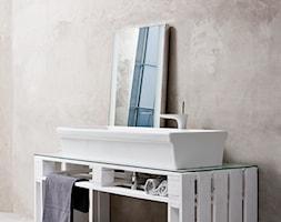 Aranżacje - Mała szara łazienka w bloku w domu jednorodzinnym bez okna, styl industrialny - zdjęcie od KOŁO - Homebook