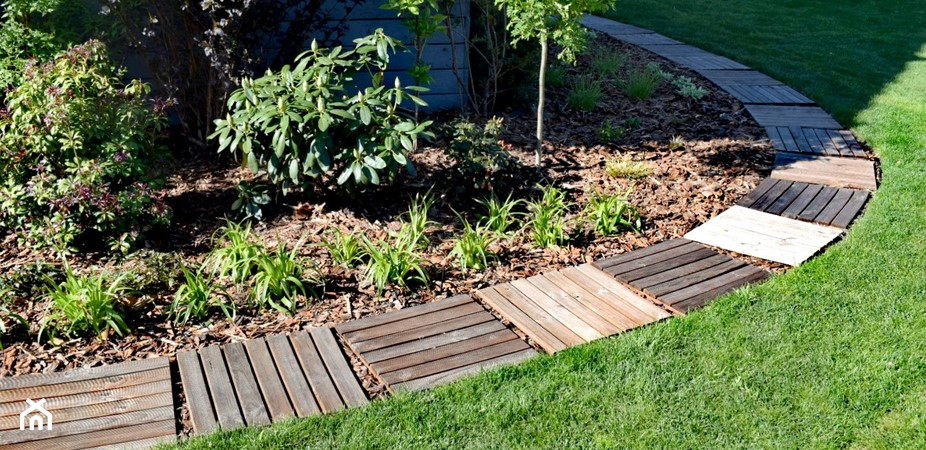 Jak tanio zrobić ścieżkę w ogrodzie? Ścieżka z podestów krok po kroku