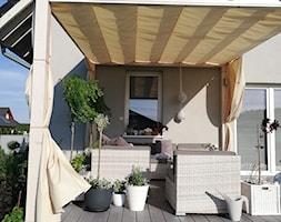 Taras - Mały taras z tyłu domu, styl nowoczesny - zdjęcie od Adriana Piotrowska - Homebook