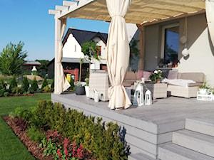 Taras - Średni taras z tyłu domu, styl prowansalski - zdjęcie od Adriana Piotrowska