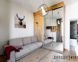 Apartament w stylu skandynawskim - Średnia biała sypialnia dla gości małżeńska, styl skandynawski - zdjęcie od ZAPROJEKTOWANA - Homebook