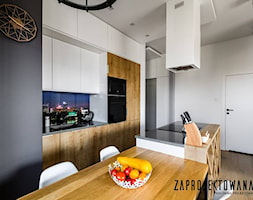 Apartament w stylu skandynawskim - Średnia otwarta biała kuchnia jednorzędowa z wyspą, styl nowocz ... - zdjęcie od ZAPROJEKTOWANA - Homebook