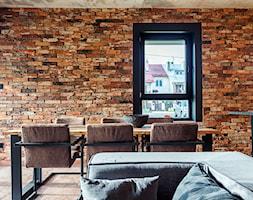 Kuchnia w złocie - Duża otwarta brązowa jadalnia w salonie, styl industrialny - zdjęcie od Artur Krupa - Fotografia Wnętrz - cała Polska