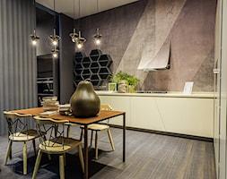 100% design - Duża brązowa szara jadalnia w kuchni, styl industrialny - zdjęcie od Artur Krupa - Fotografia Wnętrz - cała Polska