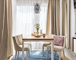 Nowoczesne mieszkanie - Średnia zamknięta biała jadalnia jako osobne pomieszczenie, styl nowoczesny - zdjęcie od wz studio