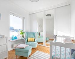 80 m2 w Warszawie - Średni biały pokój dziecka dla chłopca dla dziewczynki dla niemowlaka, styl nowoczesny - zdjęcie od wz studio