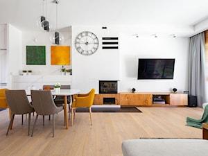 Kominek i telewizor na jednej ścianie – czy to dobry pomysł? Sprawdzamy