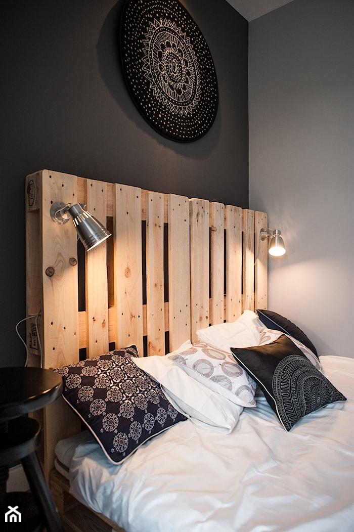 Gdańsk. Chmielna - Średnia szara sypialnia małżeńska, styl nowoczesny - zdjęcie od Raca Architekci - Homebook