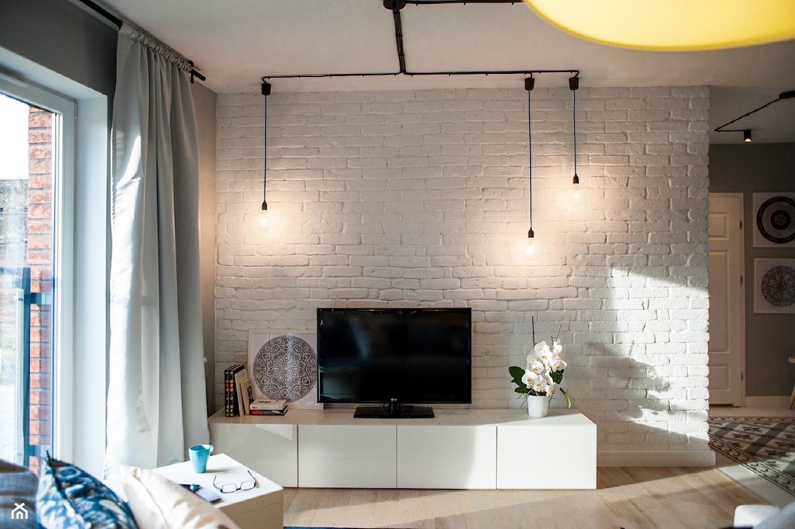 Gdańsk. Chmielna - Średni szary biały salon, styl nowoczesny - zdjęcie od Raca Architekci - Homebook