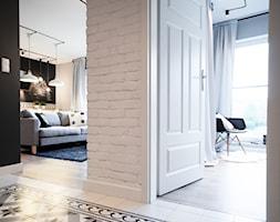Gdańsk. Chmielna - Średni biały czarny hol / przedpokój, styl nowoczesny - zdjęcie od Raca Architekci