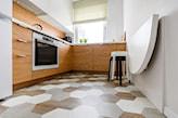 składany stolik ścienny do małej kuchni