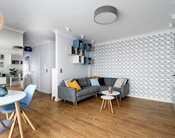 Przytulność w skandynawskich barwach - Średni biały salon z bibiloteczką z jadalnią, styl skandynawski - zdjęcie od IDEALS . marta jaślan interiors