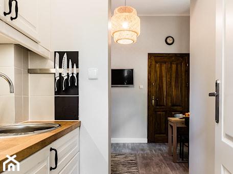Aranżacje wnętrz - Kuchnia: Apartament Mera2, Sanhaus Apartments, Sopot - SANHAUS Jarosław Ziółek. Przeglądaj, dodawaj i zapisuj najlepsze zdjęcia, pomysły i inspiracje designerskie. W bazie mamy już prawie milion fotografii!