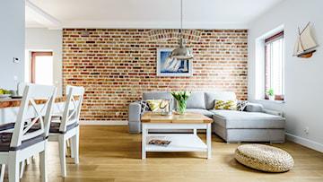 10 pomysłów na ciekawą aranżację wnętrza z ceglaną ścianą (plus film)