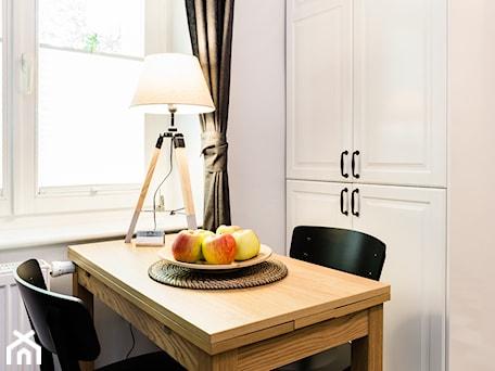 Aranżacje wnętrz - Jadalnia: Apartament Mera2, Sanhaus Apartments, Sopot - SANHAUS Jarosław Ziółek. Przeglądaj, dodawaj i zapisuj najlepsze zdjęcia, pomysły i inspiracje designerskie. W bazie mamy już prawie milion fotografii!