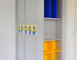 Dom w Karniowicach - Mały biały pokój dziecka dla chłopca dla dziewczynki dla malucha dla nastolatka, styl nowoczesny - zdjęcie od Studio FORMAT HOME
