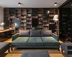 Projekt biura w domu w Krakowie - Średnie beżowe białe biuro domowe kącik do pracy w pokoju, styl nowoczesny - zdjęcie od Studio FORMAT HOME