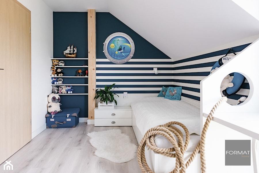 Pokój marynarski dla dziecka - Średni biały czarny pokój dziecka dla chłopca dla dziewczynki dla malucha dla nastolatka, styl nowoczesny - zdjęcie od Studio FORMAT HOME