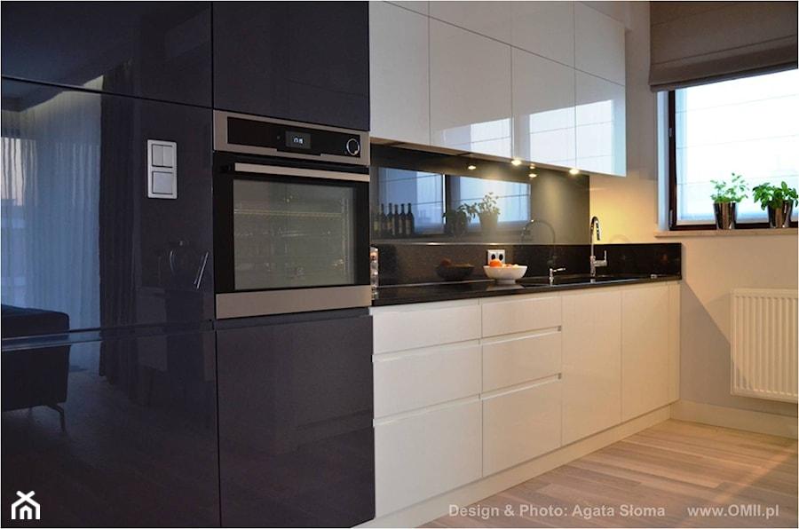 kuchnia biało  czarna  zdjęcie od OMII Agata Słoma # Kuchnia Bialo Czarna Brazowa