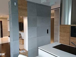 Designerskie mieszkanie z okładziną z betonu architektonicznego.