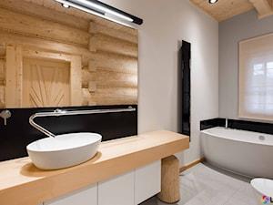 Nowoczesna łazienka w domu z bali drewnianych