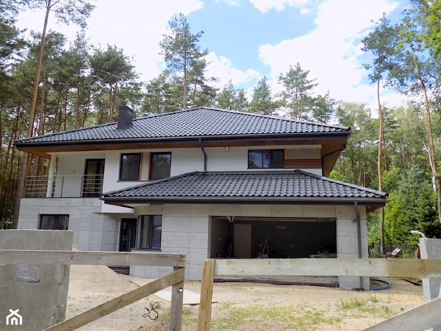 Świeże Nowoczesny dom z elewacją z betonu architektonicznego VHCT LUXUM LW31