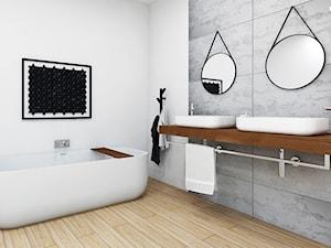 Duża, elegancka łazienka z wanną wolonostojącą.