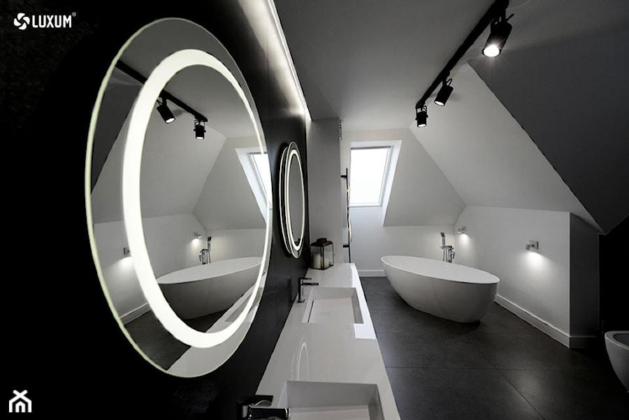 Nowoczesne łazienki. Zdjęcie autentyczne ( nie wizualizacja ) - zdjęcie od Luxum