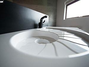 Designerska umywalka w kształcie amonitu.