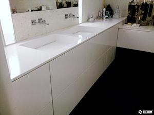 Nowoczesna łazienka z wykorzystaniem betonu architektonicznego.