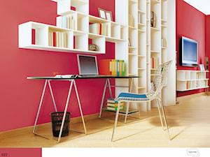 Aranżacje - Średnie czerwone biuro kącik do pracy w pokoju - zdjęcie od Śnieżka