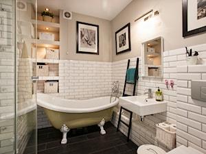Łazienka z wanną wolnostojącą oraz prysznicem - zdjęcie od Tailormade