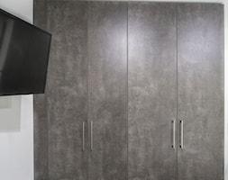 Mała garderoba przy sypialni, styl minimalistyczny - zdjęcie od Maldekor Mariusz Gąsiorowski