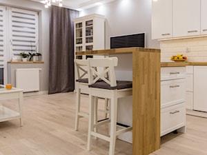 Mieszkanie Będzin 62 - Mały szary biały salon z barkiem z kuchnią z jadalnią z tarasem / balkonem, styl skandynawski - zdjęcie od Maldekor Mariusz Gąsiorowski