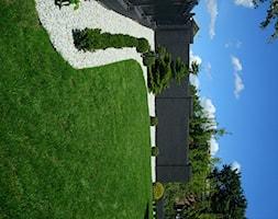CLASSIC - Średni ogród za domem, styl klasyczny - zdjęcie od Landform
