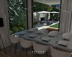 TWO LEVELS - Średni ogród za domem z kominkiem, styl glamour - zdjęcie od Landform