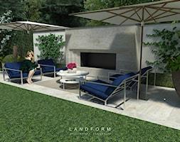 TWO LEVELS - Średni ogród za domem z parasolem z kominkiem, styl glamour - zdjęcie od Landform