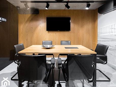 Aranżacje wnętrz - Wnętrza publiczne: Biuro Private House Brokers - Wnętrza publiczne, styl tradycyjny - KONZEPT Architekci. Przeglądaj, dodawaj i zapisuj najlepsze zdjęcia, pomysły i inspiracje designerskie. W bazie mamy już prawie milion fotografii!